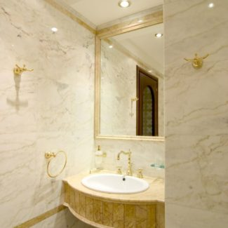 Ванная комната из натурального мрамора в ЖК Александрийский маяк (Сочи)