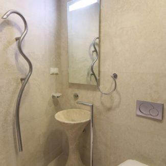 Ванные комнаты из натурального камня в ЖК Александрийский маяк (Сочи)