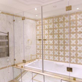 Ванная комната из природного мрамора в ЖК Александрийский маяк (Сочи)
