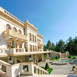 Отделка фасадов мрамором (проект дома в Геленджике)