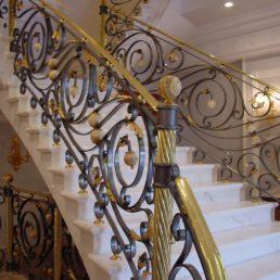 Лестница из мрамора, частная вилла